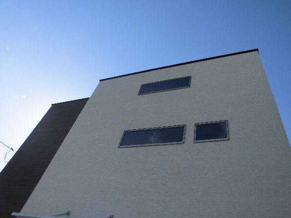 ロフトと階段の窓.jpg