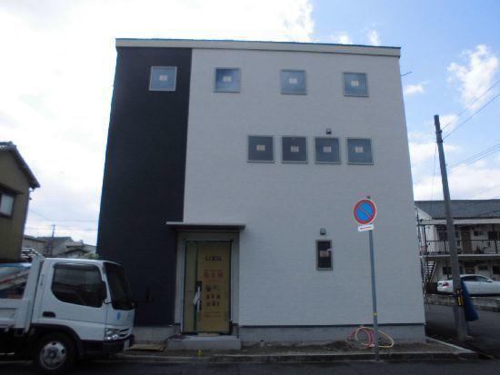 親水セラミック外壁の家.jpg