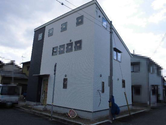 親水セラミック外壁の家1.jpg